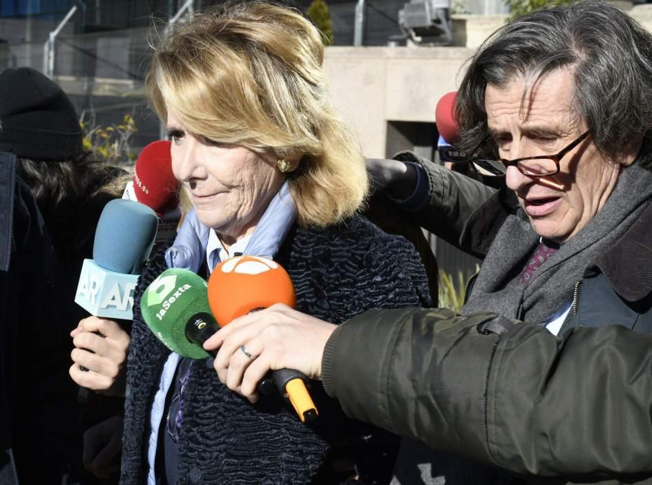 Aguirre, tras declarar este lunes en la Audiencia Provincial en el caso de los espías. (VÍCTOR LERENA / EFE)