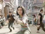 Alita (Rosa Salazar) en la distópica Ciudad de Hierro.