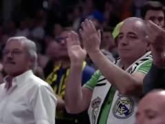 Aficionados de todos los equipos aplauden a Juan Carlos Navarro.