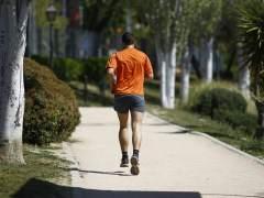 Imagen de archivo de un hombre corriendo.