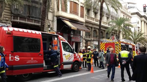 Part del tercer pis d'un cèntric edifici de València es desploma sobre el segon sense causar ferits