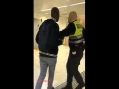 Actuación de un vigilante de la estación de Sants acusado de racista