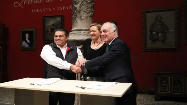 Firma del acuerdo entre Fundación Ibercaja y Plug and Play