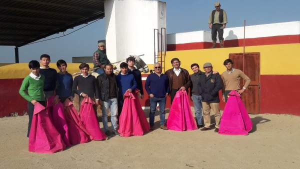 Alumnos de la escuela de tauromaquia