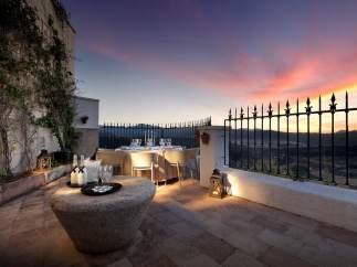Una parte de la terraza del restaurante malagueño Abades Ronda