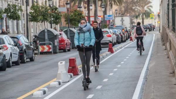 València obri el nou eix ciclista que discorre pels carrers d'Alacant i de Gibraltar