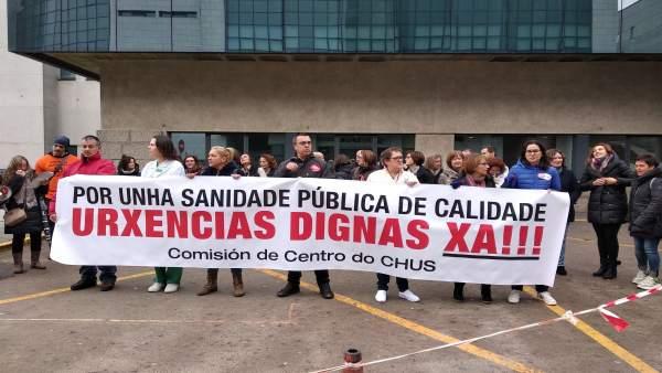Concentración de trabajadores de urgencias del CHUS en Santiago.