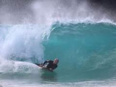 surfista en una ola