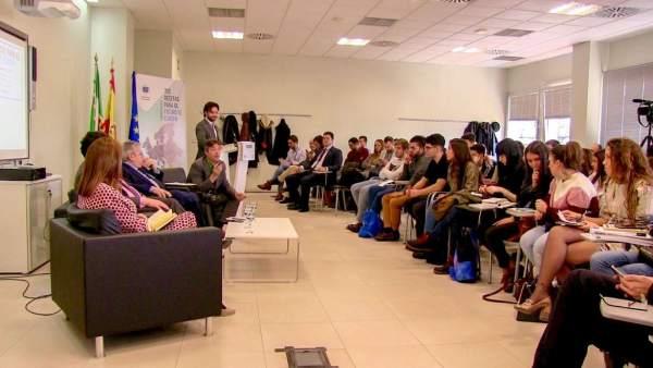 Jóvenes en las jornadas sobre el futuro de Europa celebradas en Mérida