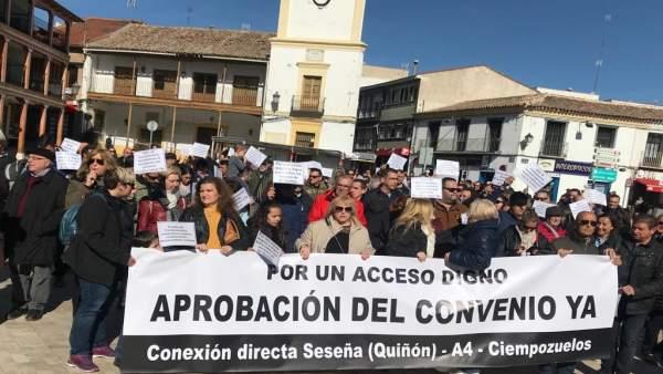 Participantes en la manifestación organizada por la Asociación de Vecinos el Qui