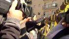 Arrimadas corta lazos amarillos en el pueblo de Puigdemont