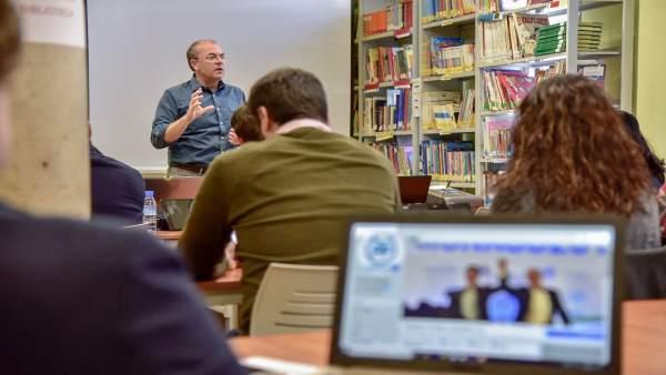 Monago en un encuentro con afiliados en Medellín