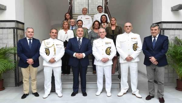 El almirante general Teodoro López Calderón y el alcalde de Algeciras