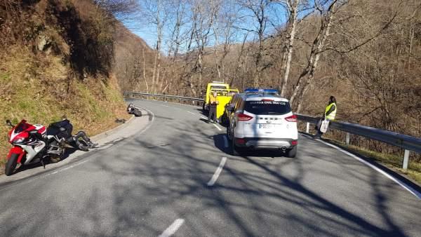 Un motorista francés herido en un accidente de tráfico en Roncesvalles