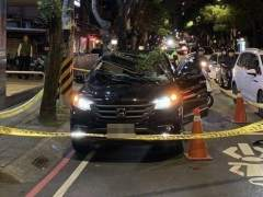 El vehículo sobre el que cayó el joven