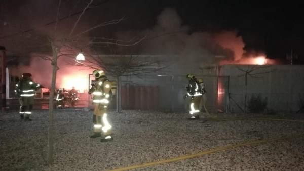 Un incendi calcina el bar i la cuina d'un kàrting de Benidorm