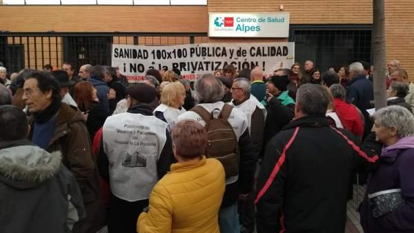 """Concentración centro de salud San Blas por el """"recorte horario"""" de la Comunidad."""