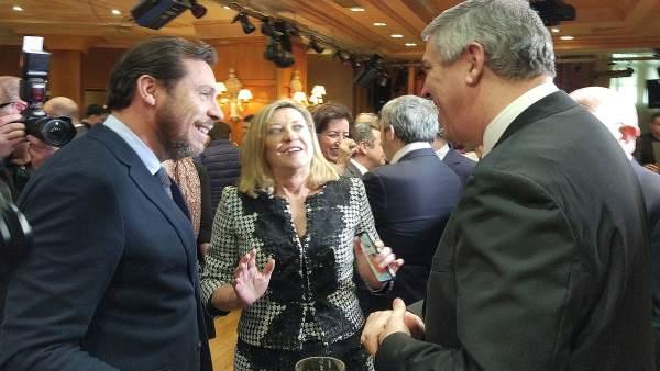 De iz a dcha, Óscar Puente, Pilar del Olmo y José Vicente de los Mozos.