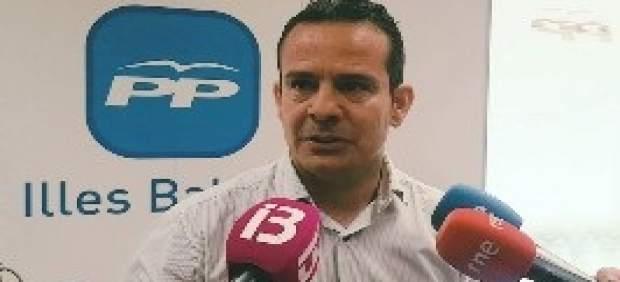 Antoni Fuster toma posesión como senador del PP