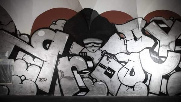 El Centre del Carme exposa un grafit de Pichiavo de quasi 1.000 metres quadrats