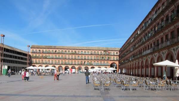 Veladores instalados en la Plaza de la Corredera