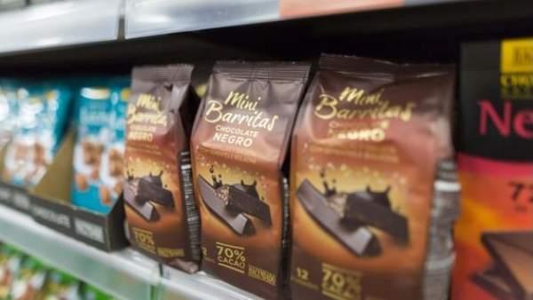 Mini barritas de chocolate hacendado en el lineal de Mercadona.