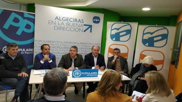 Sanz en reunión de partido en Algeciras