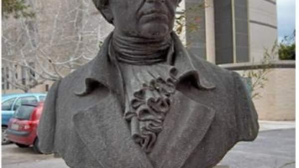 El busto de Balmis, en el campus de Sant Joan d'Alacant.