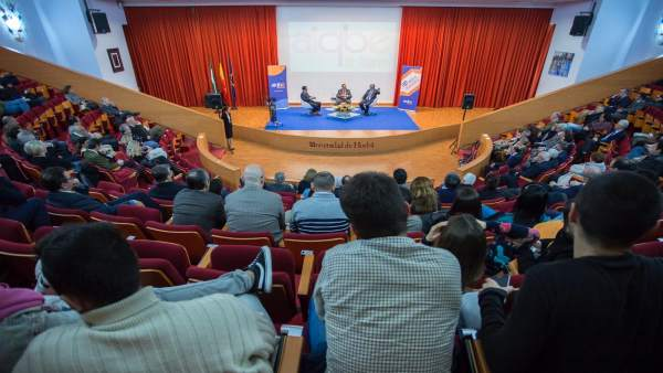 Ponencia del catedrático Pedro Pérez sobre la química por el Día de la Industria