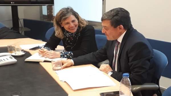 Delegado del Gobierno con la presidente de la CHE