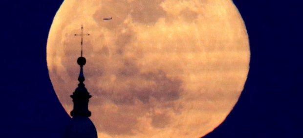 Volando entre la catedral y la luna