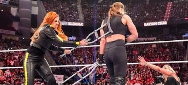 Así quedó Ronda Rousey tras la pelea a muletazos contra Becky Lych en la WWE
