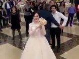 Lanzamiento de un ramo de novia