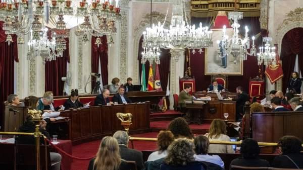 Pleno en el Ayuntamiento de Cádiz