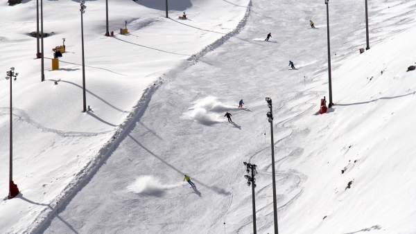 Sierra Nevada mejora la calidad de la nieve tras una inesperada nevada