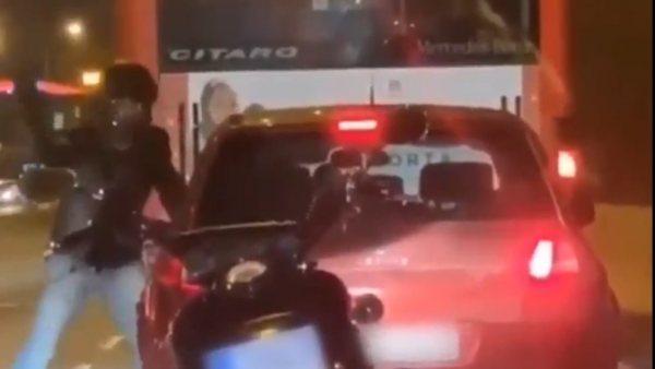 Brutal agresión de un motorista en Barcelona