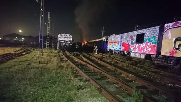 Un Incendio Afecta A Un Vagon Abandonado En Las Instalaciones De Fgv