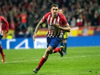 Giménez celebra el 1-0 del Atlético de Madrid ante la Juve.
