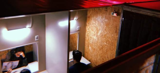 Una de las estancias de la instalación 'Macho Man' creada por Álex Rigola.