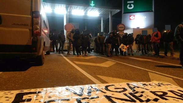 Piquetes bloquean en Lleida la cochera de autobuses, accesos a la UDL y la centr