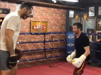 Pablo Motos practicando boxeo