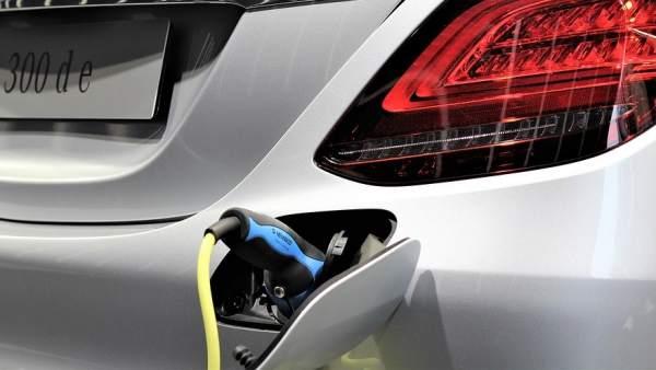 coches híbridos y eléctricos: principales ventajas e inconvenientes