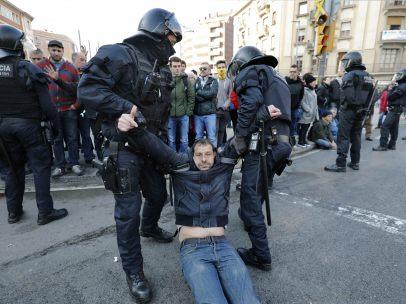 Desalojo de los Mossos en Barcelona