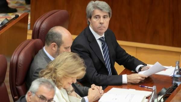 Ángel Garrido, junto a varios de sus consejeros,