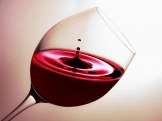 ¿Cómo eliminar las manchas de vino tinto?