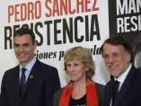 El presidente del Gobierno, Pedro Sánchez, junto a la periodista Mercedes Milá