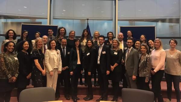 Europa resalta las buenas prácticas de HENNEO en materia de igualdad.