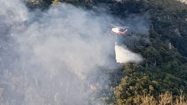 Helicóptero en la lucha contra incendios