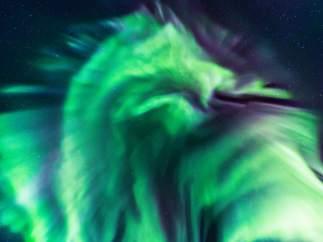 Dragón verde aurora boreal