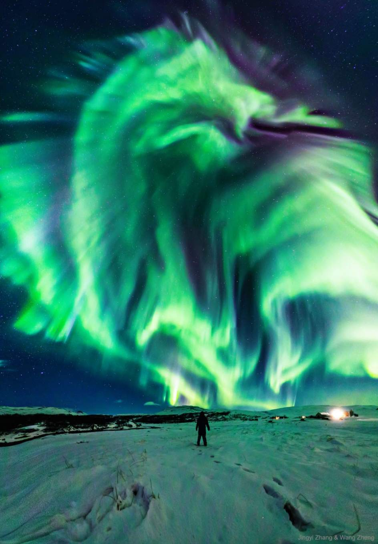 Aurora boreal en forma de dragón